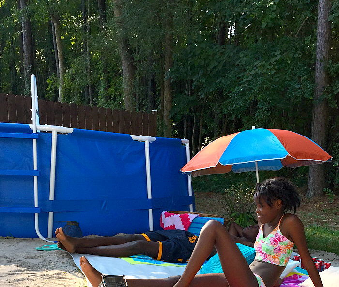 Mini Weekend Vacations: Mini Backyard Beach Vacation With DIY Pool Noodle Floating