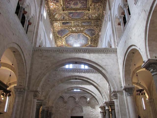 Interior Basílica San Nicolás Bari