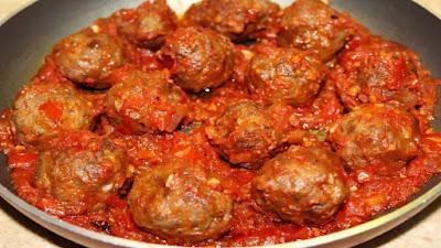 طريقة عمل كرات اللحم بصلصة الطماطم