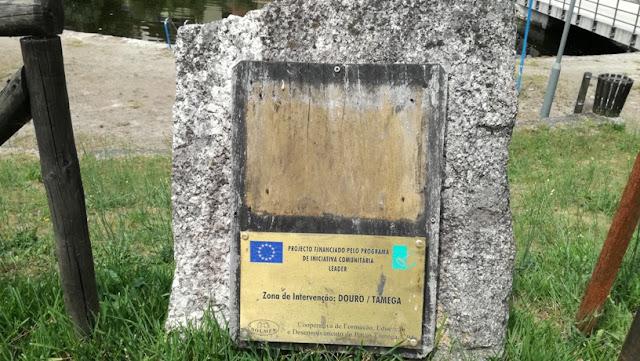 Placa inauguração da Praia Fluvial de Larim