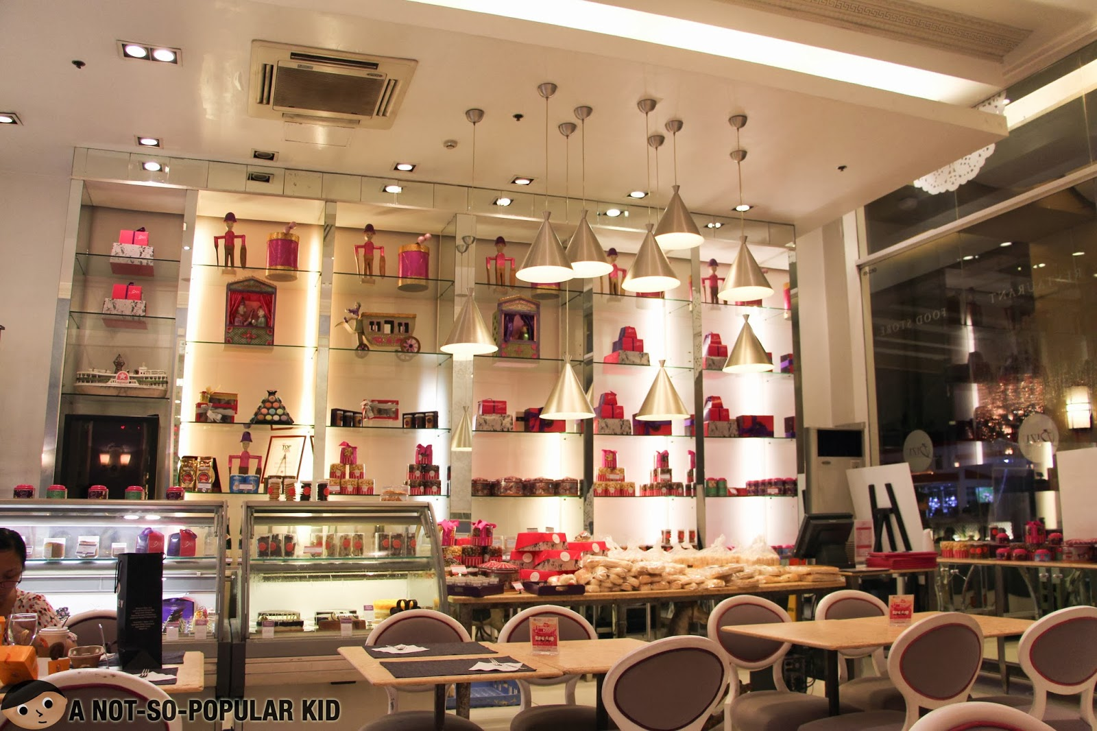 The fascinating pink-violet color-scheme in the interior and designs of BIZU