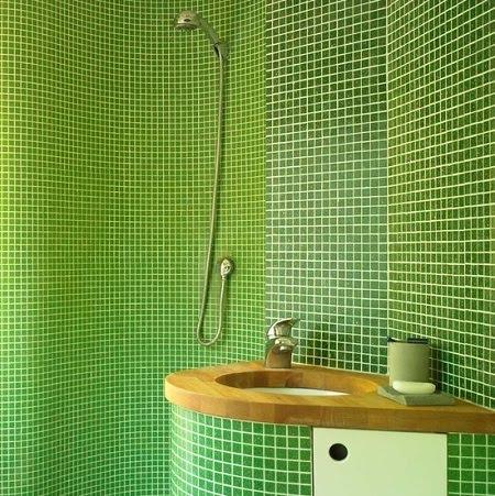 contoh desain kamar mandi mungil kecil dan sempit klasik