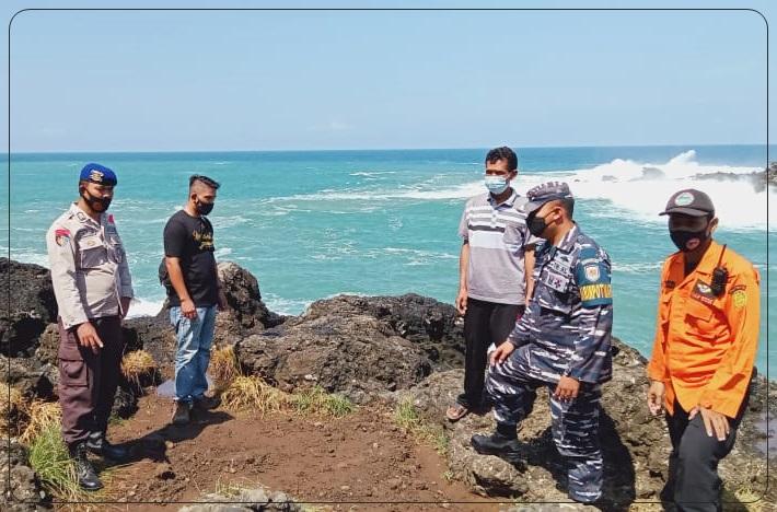 Dua Wisatawan Terseret Ombak, Ini Penjelasan Pengelola Pantai Menganti