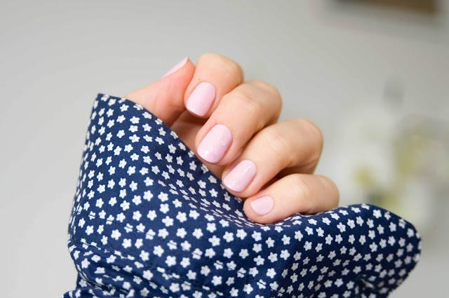 delikatne, jasne odcienie różu, hybryda Semilac nr 056 Pink Smile