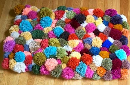 como fazer um tapete de bola de lã