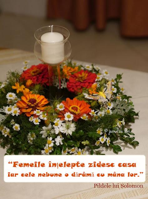 citat despre femei, coronita cu flori de toamna lumanare