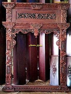 Jendela Ukir Gebyok Tempel Kusen