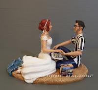 cake topper spiaggia sposa lettrice appassionata romanzi sposo tifoso juventus orme magiche