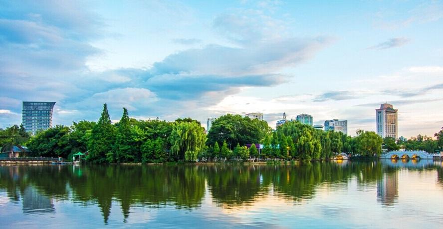 ทะเลสาบชุ่ยหู (Green Lake: Cuihu: 翠湖)