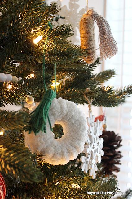 Cute Boho DIY Christmas Ornaments