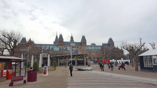 Rijksmuseum en el museumplein