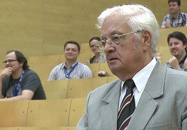 A Debreceni Egyetem professzorát, Győry Kálmán akadémikust is tagjai sorába választotta az európai tudósokat tömörítő Academia Europaea (AE).