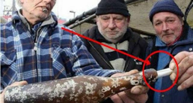 زجاجة بها رسالة عمرها أكثر من 103 عام عثروا عليها بعض الصيادين لن تصدق ما كان مكتوب بالرساله #شاهد