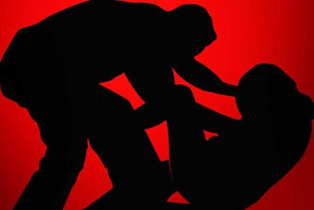 """Ambon, Malukupost.com - Anggota LBH Fakultas Hukum Unpatti, Julista Mustamu mengaku, seorang ayah bernama Rahmat Azis Latuliu, warga Desa Wakasihu, Kecamatan Leihitu, Kabupaten Maluku Tengah, memperkosa kedua anak kandungnya Mawar (20) dan Melati (23), """"bukan nama sebenarnya"""" selama 9 tahun, sejak tahun 2010 hingga 2019."""