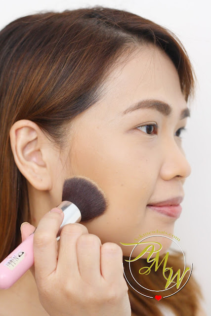 a photo of how to use Poise Makeup Professional Mineral Pressed Powder MPP30