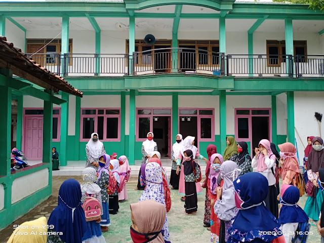 163 Daerah Jawa Tengah yang Diizinkan Sekolah Tatap Muka