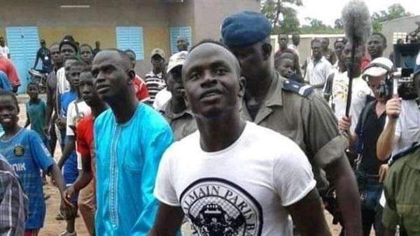 ساديو مانى يتبرع بـ45 ألف يورو لمكافحة كورونا في السنغال.. فيديو