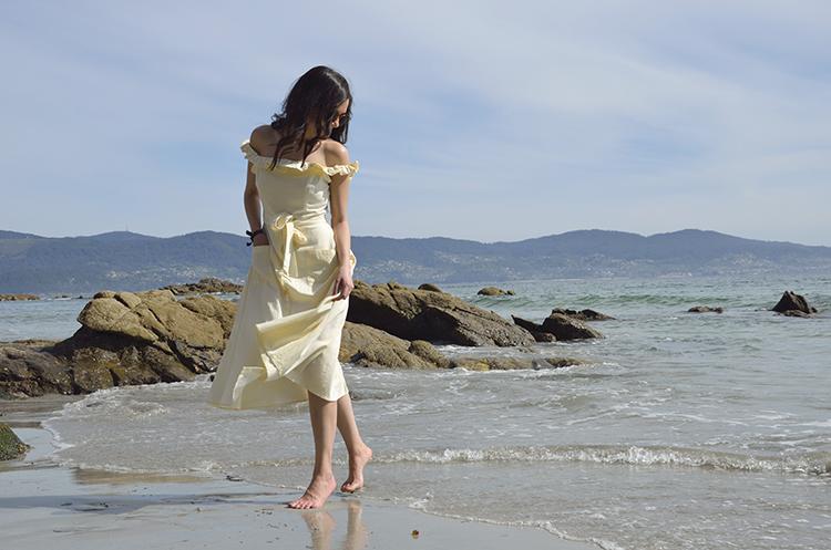 trends_gallery_holidays_yellow_dress_spring_sanxenxo_galicia
