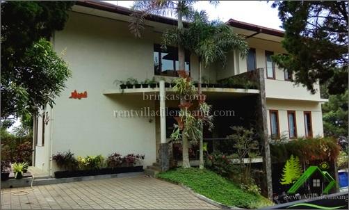 Villa 6 Kamar Fasilitas Kolam Renang dan Halaman Besar
