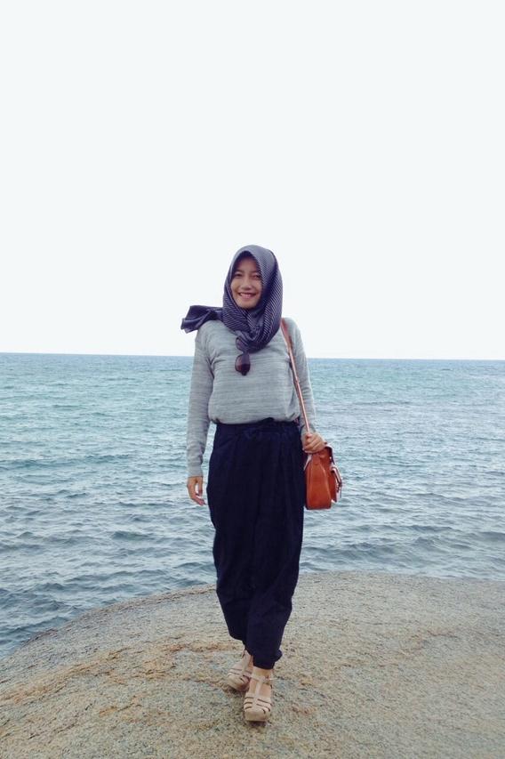 Hijab Cantik Di Pantai