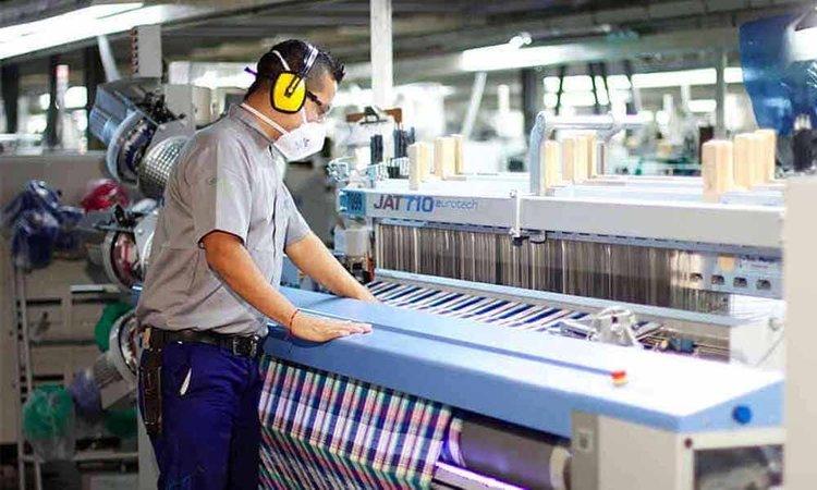 El empleo privado registrado cayó 1,6% en abril, primer mes completo de aislamiento estricto