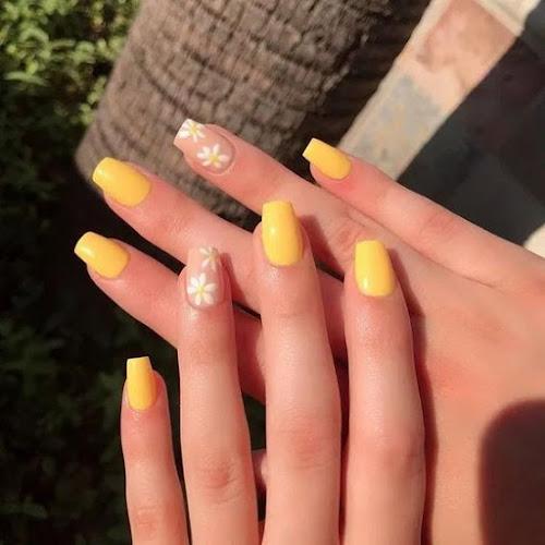 Diseños de uñas con flores