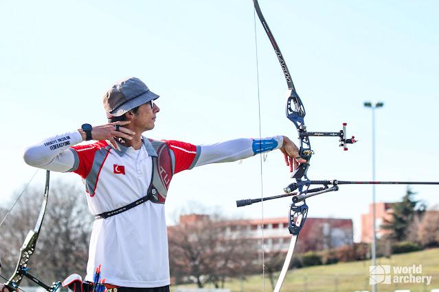 Mete Gazoz em competição na Croácia no início de 2021