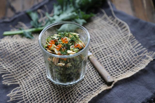 Salade, quinoa, kale , avocat , saumon fumé