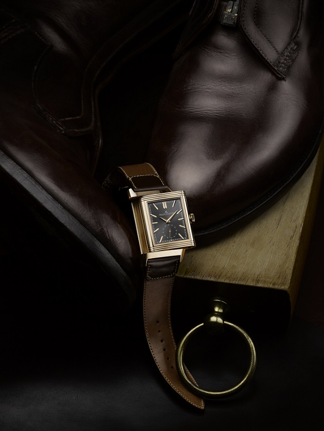 8d40d8c87e02 The Grande Maison unveils a limited edition of the Reverso Tribute Duoface  on a Casa Fagliano strap. In 2018 Jaeger-LeCoultre continues its  partnership with ...