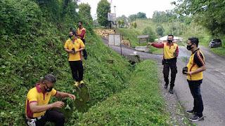 Jelang Hari Bayangkara ke-75, Polsek Cendana Melaksanakan Penanaman Pohon Di Sekitar Mako Polsek