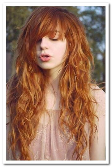 Model Rambut Layer Panjang Berponi