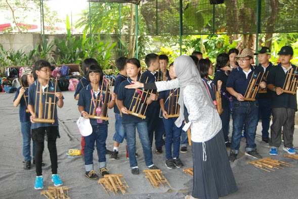 Playing Angklung
