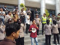 Aksi AMP-KPK Di DPRD Sumbar, Masyarakat Dukung Revisi UU KPK