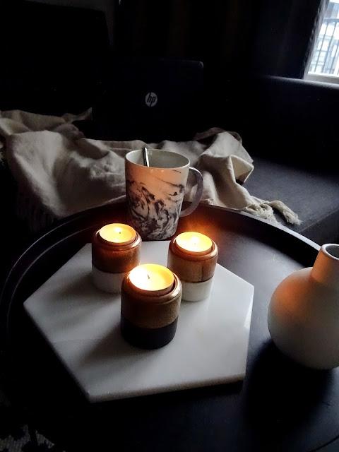 Kynttilöitä, koti-ilta