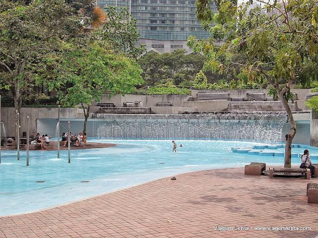 Piscinas em parques no centro da cidade