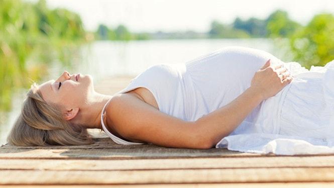 Chuyên gia sức khoẻ tư vấn cách sơ cứu say nắng nóng cho thai phụ