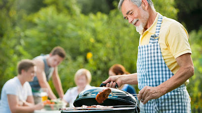The Benefits of Organizing a Backyard Barbeque