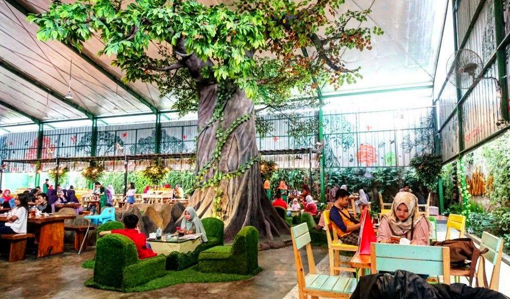 Cafe bernuansa hutan di Bogor (idntimes.com)
