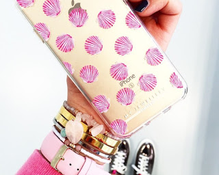 http://charlinescloset.be/products/Jewellery/iphone-cases/pink-shell-iphone-case-