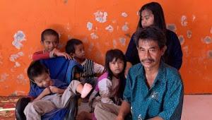 Kelaparan saat Corona, Ayah 5 Anak Keliling Jual HP-nya yang Rusak untuk Beli Beras