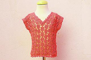 3 - Crochet IMAGEN Blusa para niña con puntada de corazones. MAJOVEL