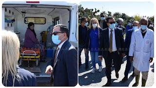 بالفيديو و الصور /  يؤدي والي زغوان و مجموعة كبيرة من الأطباء زيارة الى والدة سمير الوافي بعد اصابتها بفيروس کورونا