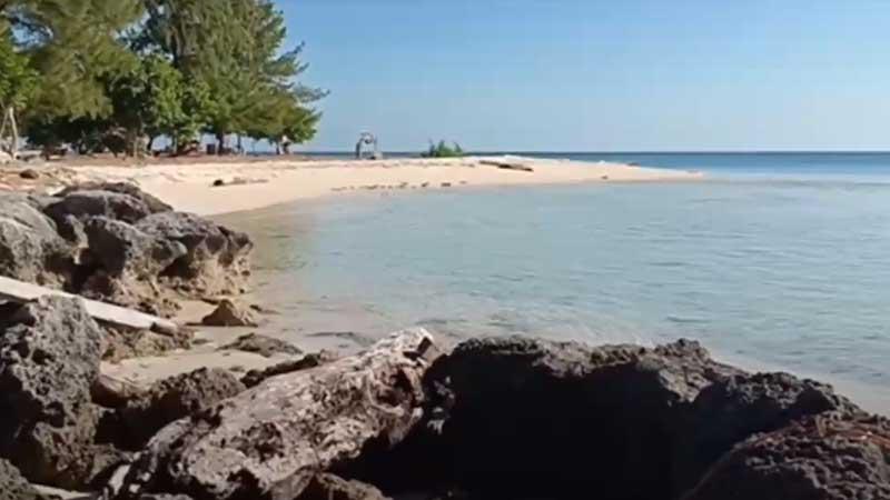 Pantai di Wakatobi