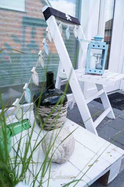 Meine maritime Haustürdeko: Gräser, Flaschen, Muscheln findet man am Strand