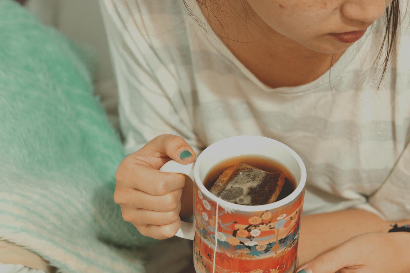 tomando chá na cama