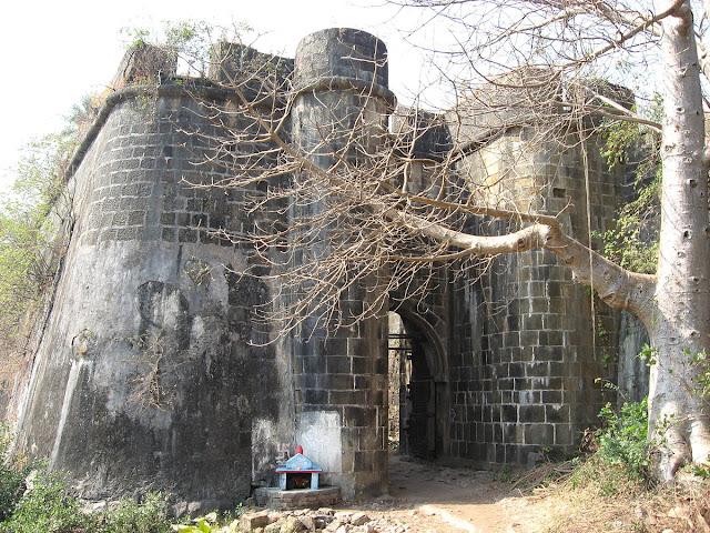 बेसिन उर्फ वसई किला प्रवेश द्वार।