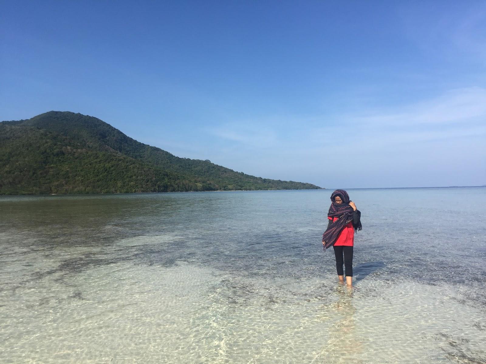 Wisata Ke Pantai Tipae
