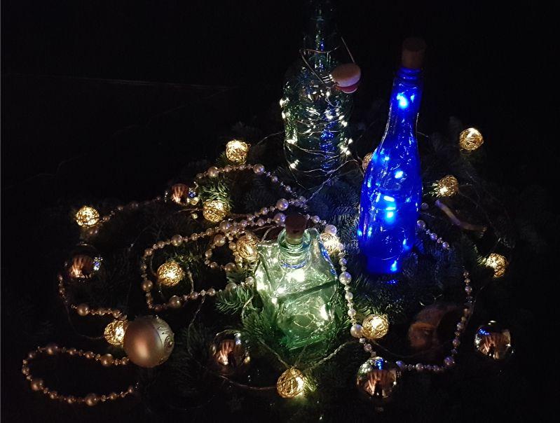 Weihnachtsdeko in der Nacht
