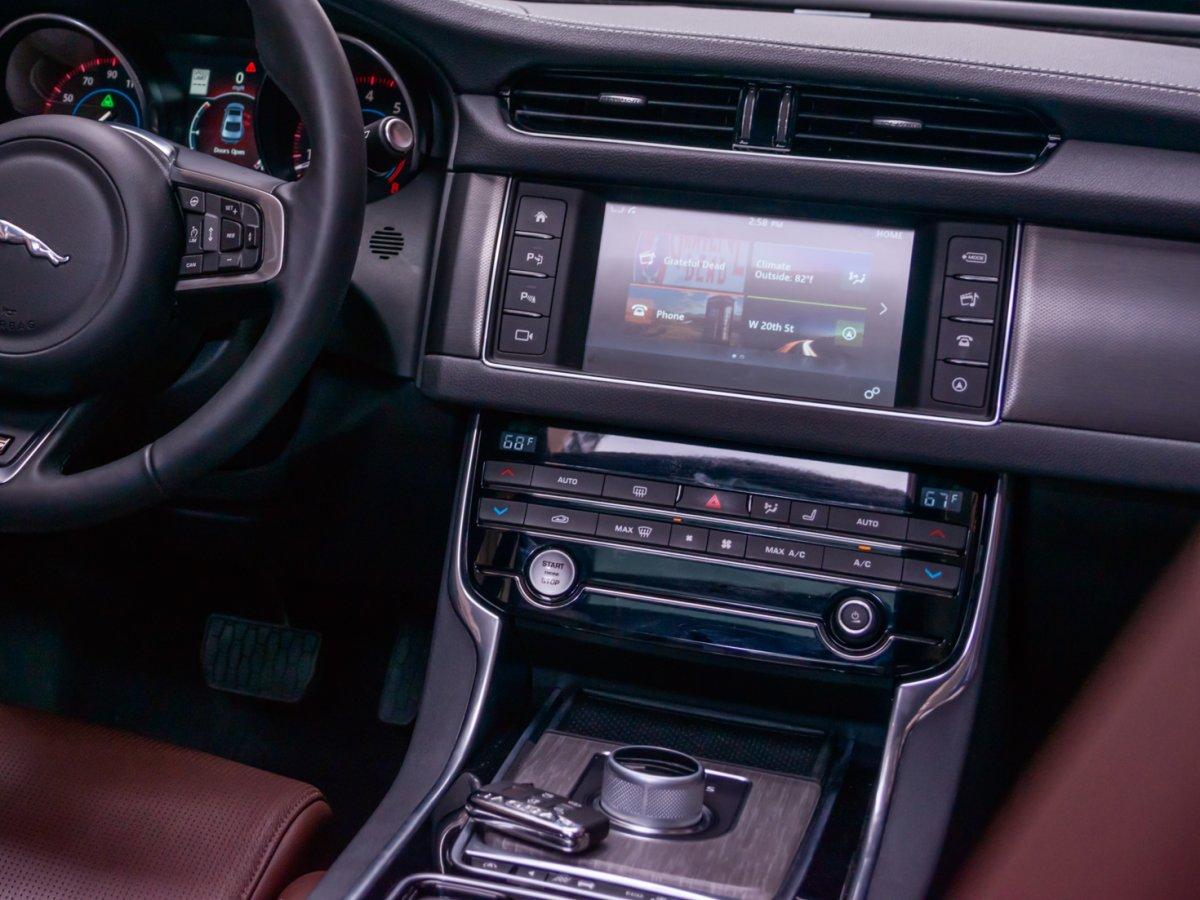 Jaguar XF đời mới nhất 2018