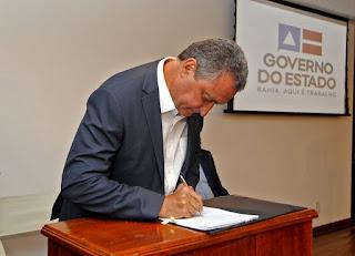 Governador sanciona leis que garantem bolsa a estudantes